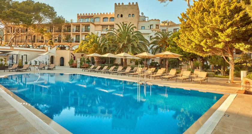 schoenste Orte Der Welt Secrets Mallorca Villamil Resort & Spa Pool mit Blick aufs Hotel