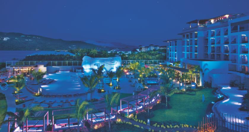 schönste Ort der Welt Breathless Montego Bay Resort & Spa Hotel bei Nacht