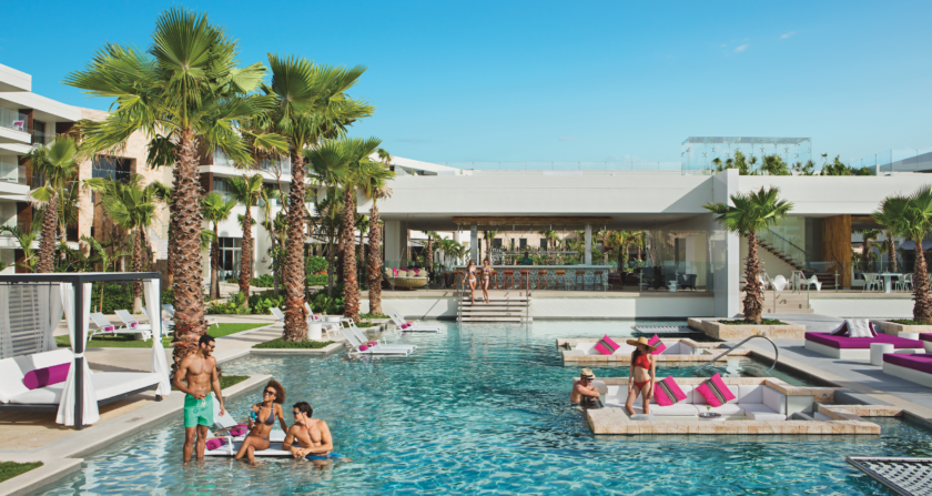 schoenste Orte der Welt Breathless Riviera Cancun Resort & Spa Pool mit Bar