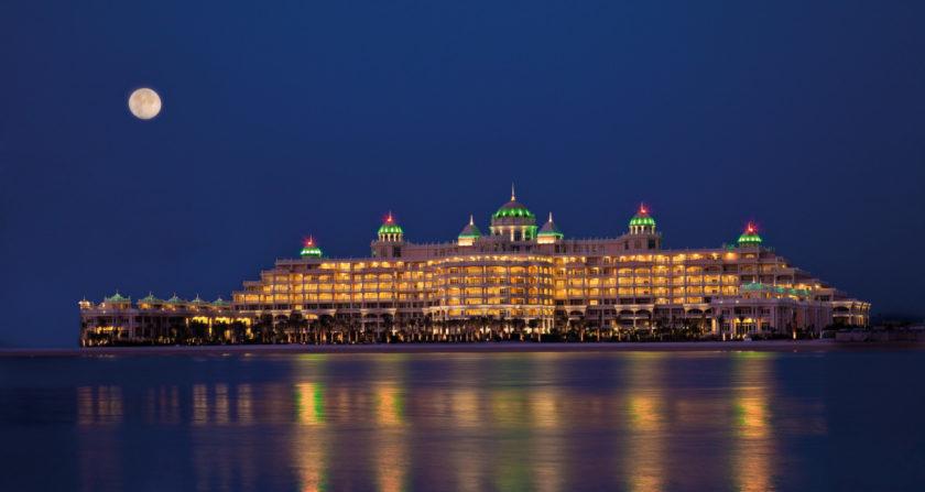 Schönste Orte der Welt Kempinski Hotel Residences Palm Jumeirah in Dubai Hotel bei Nacht