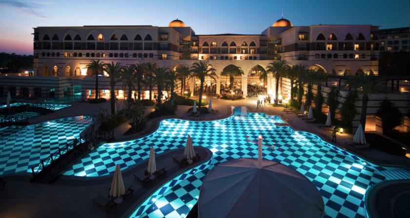 schönste Orte der Welt Kempinski Hotel The Dome Belek Turkey Hotel mit Pool bei Nacht