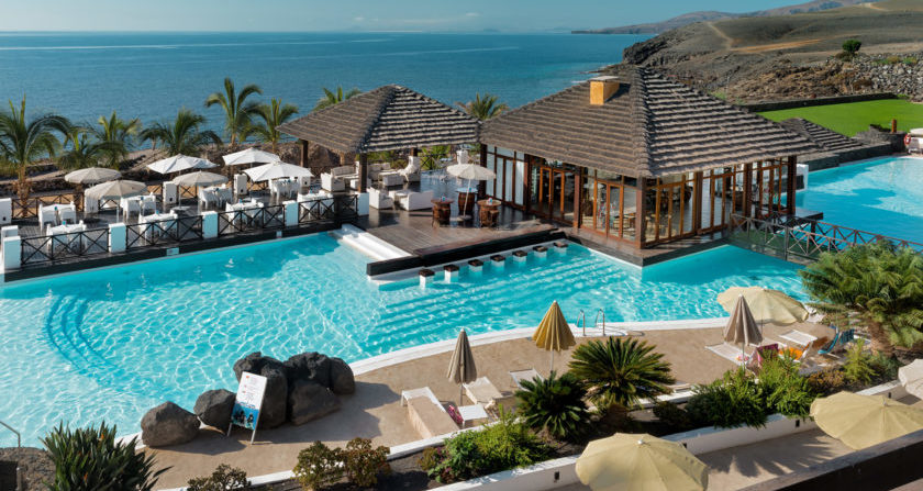 schönste Orte Der Welt Secrets Lanzarote Resort & Spa Poolbar mit Meerblick